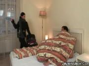 Русское порно сын ебет мать пока она спит