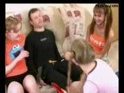Три молодые русские девки эмо делают минет скачать